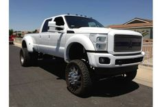 Love this Ford F450. Nice lift on it too.