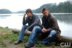 """Supernatural Sesaon 1 Episode 3 - """"Dead In The Water"""" Pictured (l-r): Jared Padalecki as Sam Winchester, Jensen Ackles as Dean Winchester Credit: © The WB/Sergei Bachlakov"""