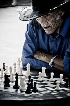 """""""El ajedrez es como la vida, el adversario mas poderoso, es uno mismo"""" - Chess is like life, the most powerful adversary is one's self... So true"""