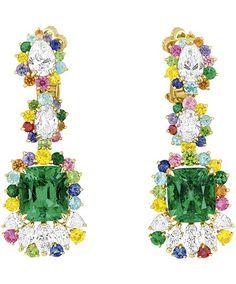 Orecchini pendenti con pietre di vari colori