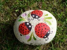 Delady bugs painted on stone! painted rocks rock decor, p Painted Rock Animals, Painted Rocks Craft, Hand Painted Rocks, Painted Stones, Pebble Painting, Pebble Art, Stone Painting, Rock Painting Ideas Easy, Rock Painting Designs