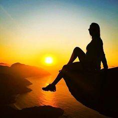 A foto da semana é da @dea_toledo  nesse belíssimo por do sol na Pedra do Telégrafo  . Envie a sua foto para #desviantes que todas as sextas postamos a melhor foto da semana em nosso Instagram. #natureza #viagem #pedradotelegrafo
