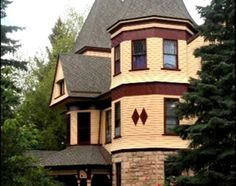 Set on the property of the magnificent Ivinson Mansion, the Laramie Plains Museum is one of the region's finest historic house museums. Laramie Wyoming, World View, Victorian Houses, Take Me Home, Cozy Cottage, Tree Houses, Historic Homes, Ghosts, Museums