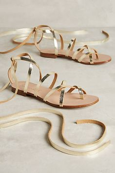 Join StuffDOT and earn cash back on these Splendid Carly Sandals at Anthropologie!