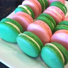 Macaron (French Macaroon) - this is it ! - the MOST successful Macaron recipe Important to Weigh all the ingredients French Macaroon Recipes, French Macaroons, Pink Macaroons, French Desserts, French Recipes, Sweet Desserts, Delicious Desserts, Yummy Food, Cookie Recipes