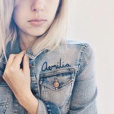 Pin for Later: 15 coole Tipps um eure Jeansjacke zu personalisieren Personalisiert mit eurem Namen
