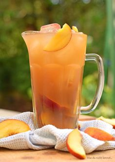 Have you always wanted to prepare yourself peach iced tea? A simple but tasty recipe. Informations About Ihr wolltet schon immer einmal Pfirsich Eistee selbst … Healthy Eating Tips, Healthy Drinks, Healthy Recipes, Beef Recipes, Drink Recipes, Healthy Food, Bariatric Recipes, Snacks Recipes, Water Recipes