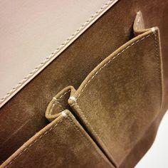 """좋아요 115개, 댓글 2개 - Instagram의 Country atelier(@countryatelier)님: """"Making casual bag. #Pig skin pocket. #vegtan natural leather . . . 컴퓨터로 만드는 가방 패턴 Cad(캐드)를 활용한…"""""""