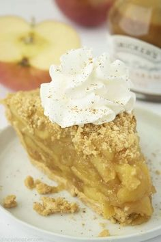 No Bake Apple Pie needs no oven to taste great! A graham cracker crust and homemade apple pie filling are all you need for this easy pie recipe. Easy Pie Recipes, Apple Pie Recipes, Baking Recipes, Apple Desserts, Easy Desserts, French Coconut Pie, Apple Crisp Pie, Homemade Apple Pie Filling, Pie Dessert