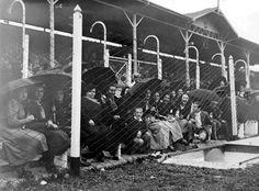 Archivo General De La Nación Mujeres Mirando El Partido De Racing, Año  1940. Documento