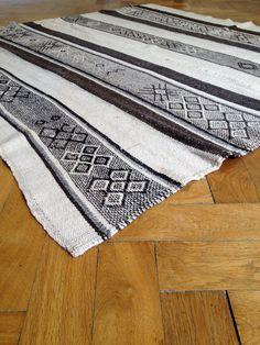 Unique, Natural coloured, Peruvian Textile (Monochrome)