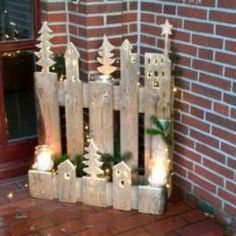 Christmas Wood Crafts, Pallet Christmas, Felt Christmas Decorations, Xmas Ornaments, Rustic Christmas, Christmas Time, Diy Pallet Projects, Pallet Ideas, Decor Crafts
