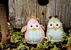 these crochet amigurumi owls with fabric bellies are too cute!