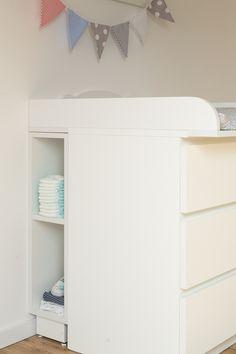 KraftKids Stauraumregal für Wickeltisch für MALM Eine einfache und tolle Lösung, um den ungenutzten Platz hinter der Wickelkommode sinnvoll zu nutzen. So haben Sie Pampers und Co. schön verstaut...