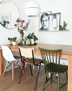 This Dining room was shared by {fijn in huis}. Find more Dining room ideas and inspiration at{mine} Kitchen Dining Living, Dining Decor, Dining Chairs, Dining Room, Dining Table, Picture Shelves, Farmhouse Interior, Living Room Bedroom, Decoration
