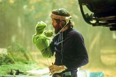 The Muppet Movie Kermit & Jim Henson. Jim Henson spent an entire day in a steel drum submerged in a pond for the opening scene of Kermit in the swamp. The Muppet Movie Jim Henson, Stanley Kubrick, The Muppets, The Muppet Movie, Movie Tv, Kate Winslet, Famous Movies, Old Movies, Popular Movies