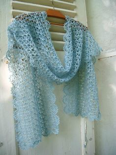 Beautiful lacy shawl, original in French, fully charted and should be easy to follow in Ravelry.