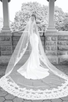 i've never wanted a long veil, but this is so pretty...