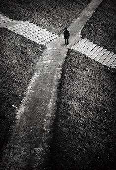 """#despertar Não há tal coisa como um homem """"auto-fabricado"""". Somos feitos de milhares de outros. Cada um que alguma vez uma amável acção por nós, ou falou uma palavra para nos encorajar, entrou na fabricação do nosso carácter e dos nossos pensamentos, bem como do nosso sucesso. ~ George Matthew Adams   Crossroads"""