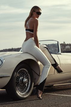Automotive Glamour — Natasha Oakley by Emily Abay, Sydney 2018 Natasha Oakley, Sexy Cars, Hot Cars, Car Poses, Up Auto, Car Hood Ornaments, Pin Up, Jaguar E Type, I Love Girls