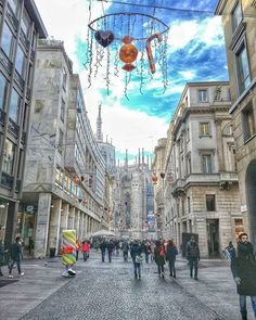 Da Corso Vittorio Emanuele qualche dolciume natalizio... :-) #milanodavedere http://ift.tt/1I13bh2 foto di : @missy_pumpkins Milano da Vedere