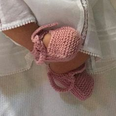 Knitted Booties, Knitted Slippers, Baby Booties, Baby Knitting Patterns, Hand Knitting, Crochet Scarves, Crochet Hats, Crochet Baby Shoes, New Baby Products