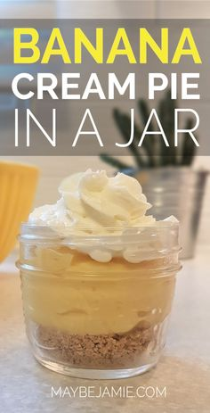The perfect individual sized banana cream pie dessert. Super quick and easy and oh so delicious! Not to mention that anything in a mini mason jar is adorable...