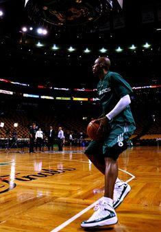 Celtics Basketball, Basketball Legends, Basketball Players, Basketball Court, Basketball Outfits, Best Nba Players, Golf Stores, Boston Celtics, Superstar