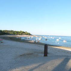 les bateaux    sur la mer de la plage de la patache