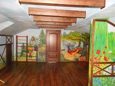 Мансардную комнату решено сделать детской . Налепили деревянных конструкций- декор. Но в результате на детскую не было похоже , и пригласили меня . Самое лучшее когда предоставляют полную свободу, работать приятно) Роспись стен выполнялась акриловыми красками, покрыта лаком.