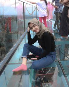 Hijaber Turki: Anggi Beautiful Model of Hijab From Semarang Street Hijab Fashion, Muslim Fashion, Ootd Fashion, Fashion 2020, Fashion Outfits, Casual Hijab Outfit, Ootd Hijab, Hijab Chic, Hijab Style Tutorial