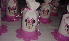 Dulceros en forma de saquitos en foami o goma eva - Dale Detalles Minnie Mouse Birthday Decorations, Minnie Mouse 1st Birthday, Mickey Minnie Mouse, Foam Crafts, Diy And Crafts, Big Wedding Cakes, Minnie Cake, Mickey Party, Ideas Para Fiestas