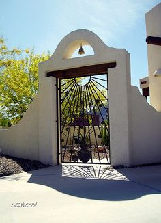 A courtyard gate in the Tucson Mountain foothills of Arizona. Spanish Style Homes, Spanish House, Spanish Colonial, Hacienda Homes, Hacienda Style, Entrance Gates, House Entrance, Spanish Courtyard, Rammed Earth Homes