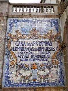 A Casa das Estampas, loja de artigos relacionados com o Santuário está integrada no conjunto arquitetónico do Bom Jesus do Monte, ex-lib...