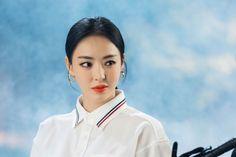 """La encantadora actriz Lee Da Hee lo ha vuelto a lograr con """"Search: WWW"""" de tvN. Lee Da Hee interpreta a Cha Hyun, gerente de Barro, un portal que es superado únicamente por Unicon. Es una mujer ferozmente apasionada que a menudo tiene problemas para controlar su ira. Junto con su imagen física perfecta y su personalidad ardiente, Cha Hyun también está comenzando Korean Actresses, Korean Actors, Hatice Sendil, Han Ji Min, Jun Ji Hyun, Kim Ji Won, The Way He Looks, Bae Suzy, Beauty Inside"""