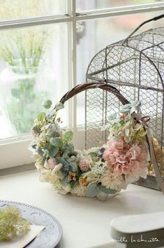 Spring colors for a out door wedding. The bride will carry this decorated wreath-like bouquet Love Flowers, Diy Flowers, Flower Decorations, Beautiful Flowers, Wedding Decorations, Flower Bag, Flower Girl Basket, Flower Boxes, Ikebana