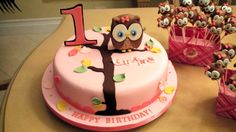 Look Whoo's 1 theme cake - Vanilla cake covered in fondant with fondant decorations. Owl Cake Birthday, First Birthday Cakes, 2nd Birthday, Birthday Ideas, Birthday Parties, Pretty Cakes, Cute Cakes, Fondant Cakes, Cupcake Cakes