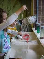 Afbeeldingsresultaat voor peuters buizen water Sensory Bins, Sensory Play, Kindergarten Inquiry, Under The Sea Theme, Water Play, Too Cool For School, Imaginative Play, Car Wash, Toddler Activities