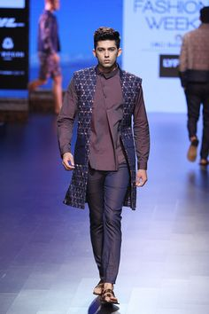 Dhruv Vaish's menswear collection is perfect for boyfriend look #LFW #LIFW2016…