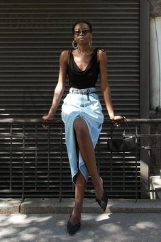 As the days of summer become numbered, we're ready to start thinking about fall outfits. Tap the link in bio for the best denim skirt looks… Denim Skirt Outfits, Midi Skirt Outfit, Denim Dresses, Denim Skirts, Denim Overalls, Cool Outfits, Casual Outfits, Fashion Outfits, Women's Fashion