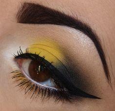 Batgirl Makeup, Batman Makeup, Halloween Eye Makeup, Halloween Eyes, Contour Makeup, Beauty Makeup, Bumblebee Makeup, Dark Circles Under Eyes, Beauty