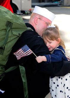 Missing Her Daddy! Navy U. Navy photo by Mass Communication Specialist Class Colby K. Hugs, Military Love, Military Families, Military Homecoming, Navy Wife, Mass Communication, Support Our Troops, American Pride, American Flag