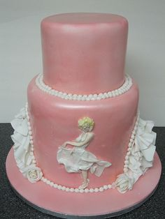pearls and ruffles Marilyn Monroe Cake / by schmish, via Flickr