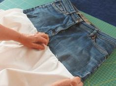 Most current Pics Sewing a skirt out of old jeans - a quick DIY project ChezNU.TV Concepts I enjoy Jeans ! And much more I love to sew my own, personal Jeans. Next Jeans Sew Along I'm lik Altering Jeans, Next Jeans, Sewing Courses, How To Make Skirt, Spring Hats, Shorts Outfits Women, Jeans Rock, Old Jeans, Denim Outfits