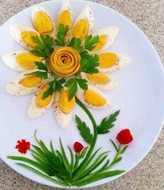 This would be a nice presentation for a breakfast/brunch in bed Amazing Food Decoration, Cute Food, Yummy Food, Food Art For Kids, Creative Food Art, Food Carving, Food Garnishes, Food Platters, Food Crafts
