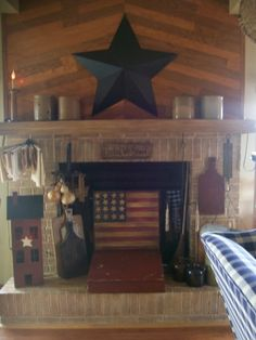 Americana Rustic Fireplace Decor for summer Primitive Fireplace, Primitive Living Room, Primitive Country Homes, Primitive Kitchen, Fireplace Mantle, Primitive Decor, Country Fireplace, White Fireplace, Fireplace Screens