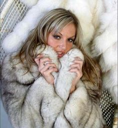 """""""Oh the feeling of fox against your cheek and oh the delicious aroma! White Fur Coat, Fox Fur Coat, Fur Coats, White Fox, Blue And White, Fur Fashion, Sexy Women, Fine Women, Beautiful Women"""