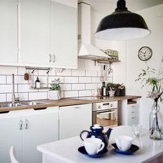Love the lack of color Kitchen Rules, Kitchen Corner, Kitchen Pantry, Kitchen Dining, Kitchen Cabinets, White Cabinets, Nordic Kitchen, Home Kitchens, Decoration