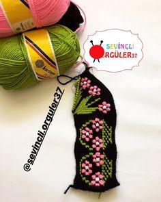 Crochet Christmas Trees, Christmas Tree Pattern, Christmas Ornaments, Tunisian Crochet, Cross Stitch, Crochet Hats, Knitting, Holiday Decor, Slippers