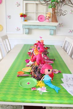 Lalaloopsy table decor for party 3rd Birthday Parties, Happy Birthday, Lalaloopsy Party, Birthday Board, Table Runners, Party Time, Paper Table, Kids Rugs, Table Decorations